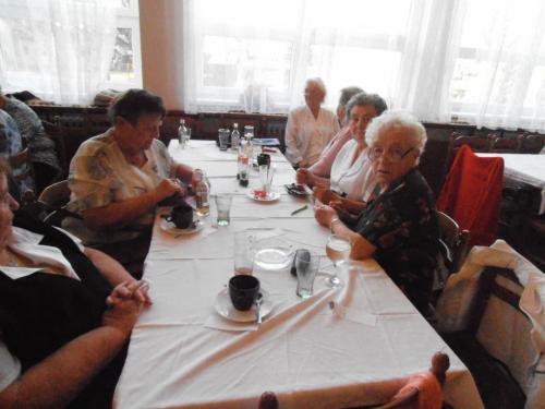 posezení seniorů