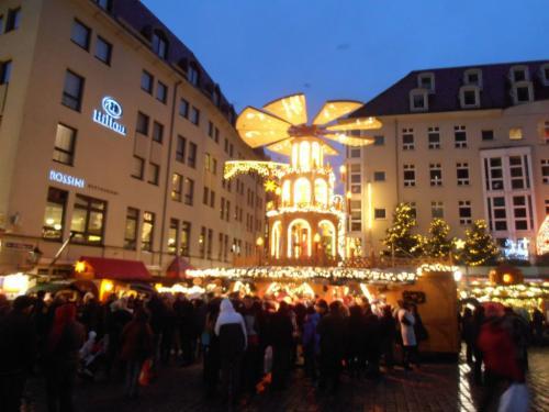 na náměstí Neumarkt
